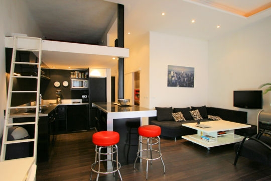 Un mini appartement marseille planete deco a homes world for Decoration petit appartement moderne