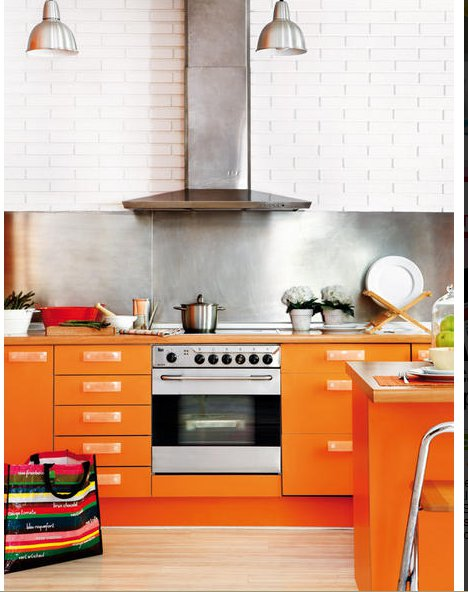 L 39 appartement la cuisine orange planete deco a homes world for Cuisine orange