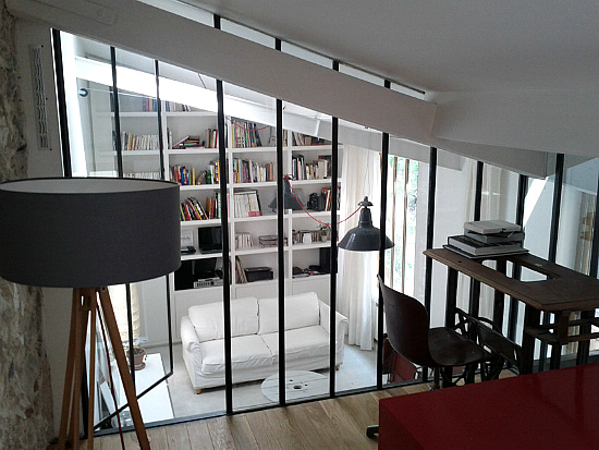 Un atelier d 39 artiste devenu loft paris planete deco a homes world - Fermeture mezzanine verre ...