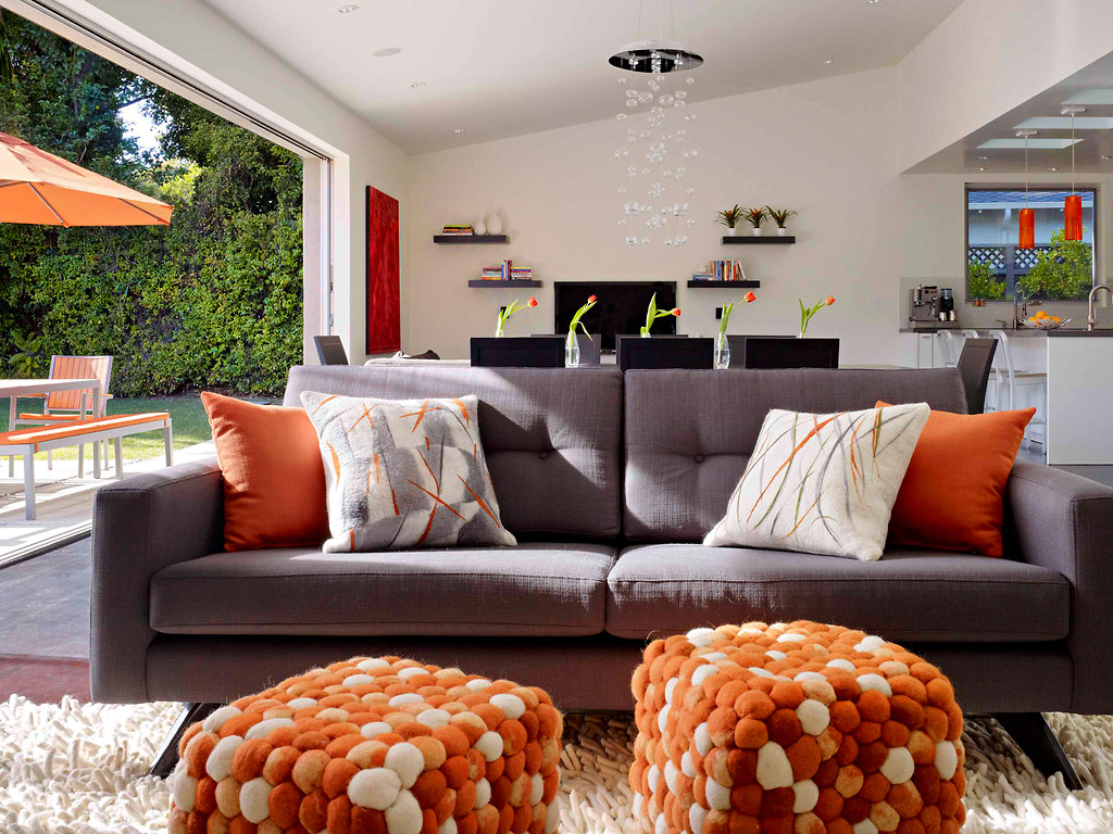 Une maison en gris et orange planete deco a homes world for Decoration maison orange