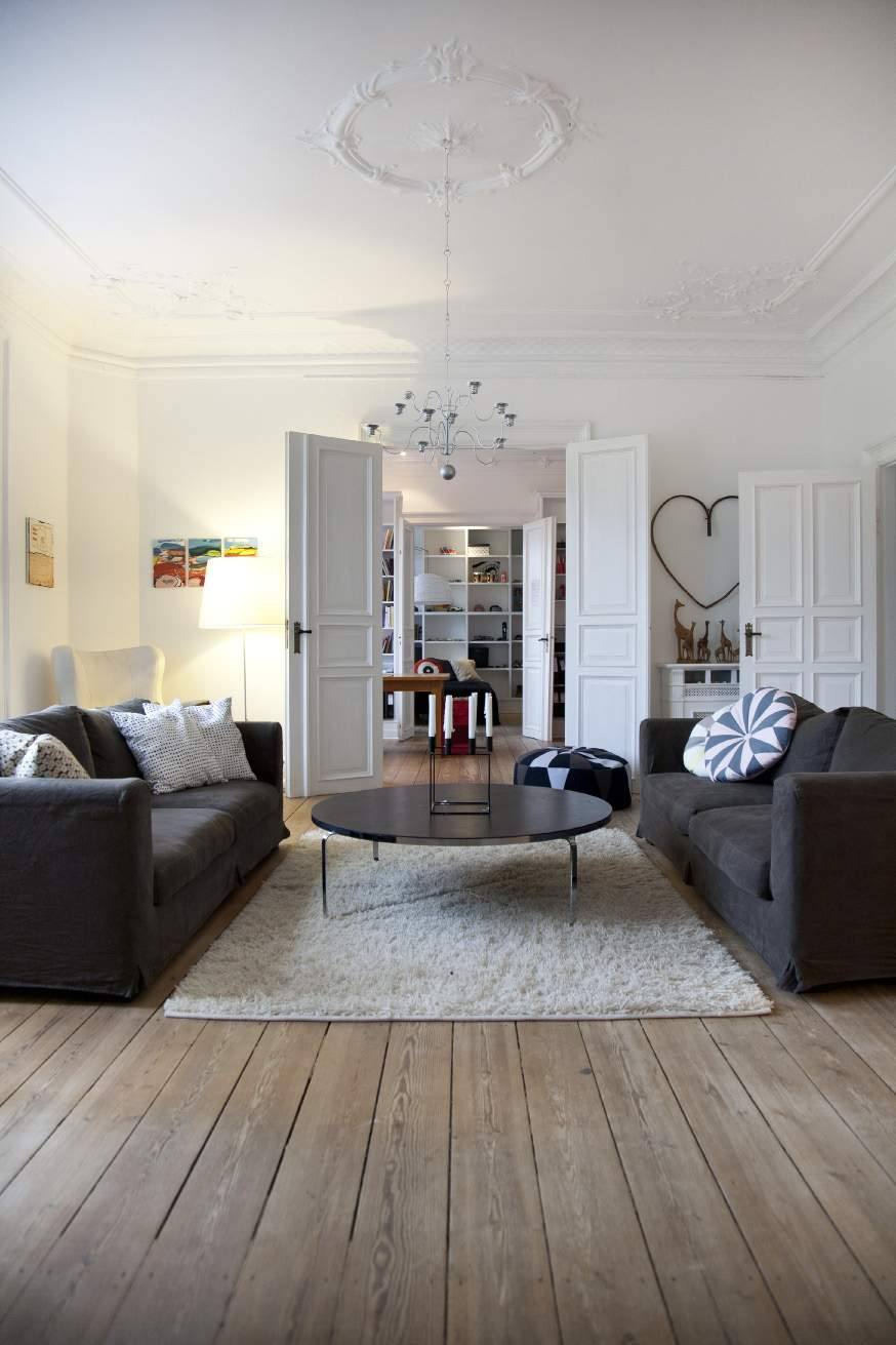 Un appartement presque haussmannien copenhague planete for Interieur haussmannien