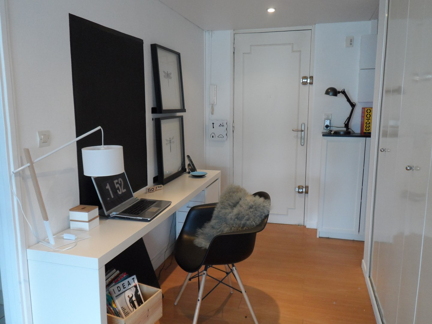 Question de style un bureau chez soi pour travailler zen planete deco a homes world for Bureau de salon