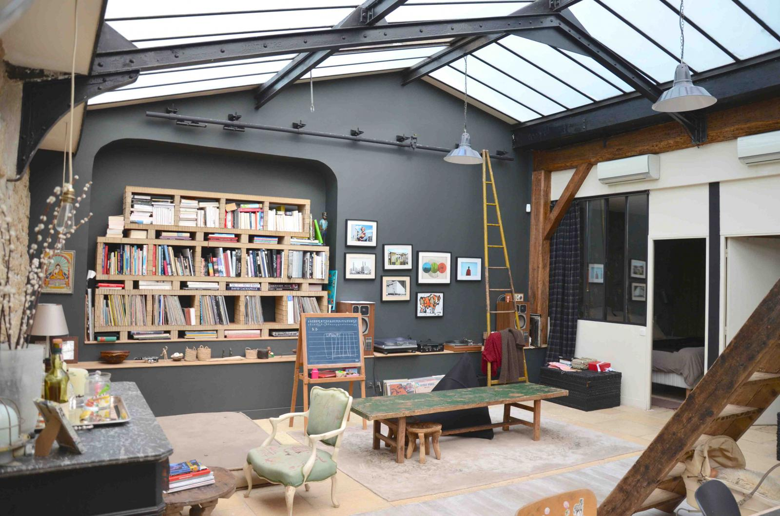 Un loft atelier paris planete deco a homes world - Colocation loft paris ...