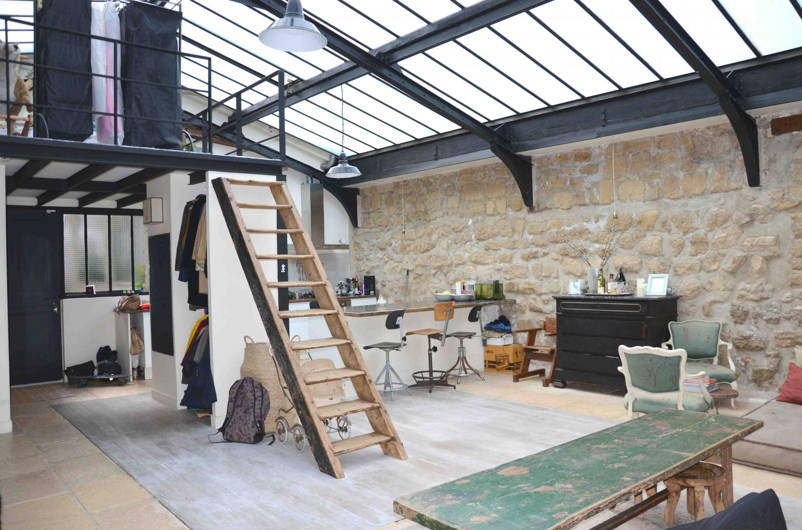 Un loft atelier paris planete deco a homes world - Fabriquer une verriere atelier ...