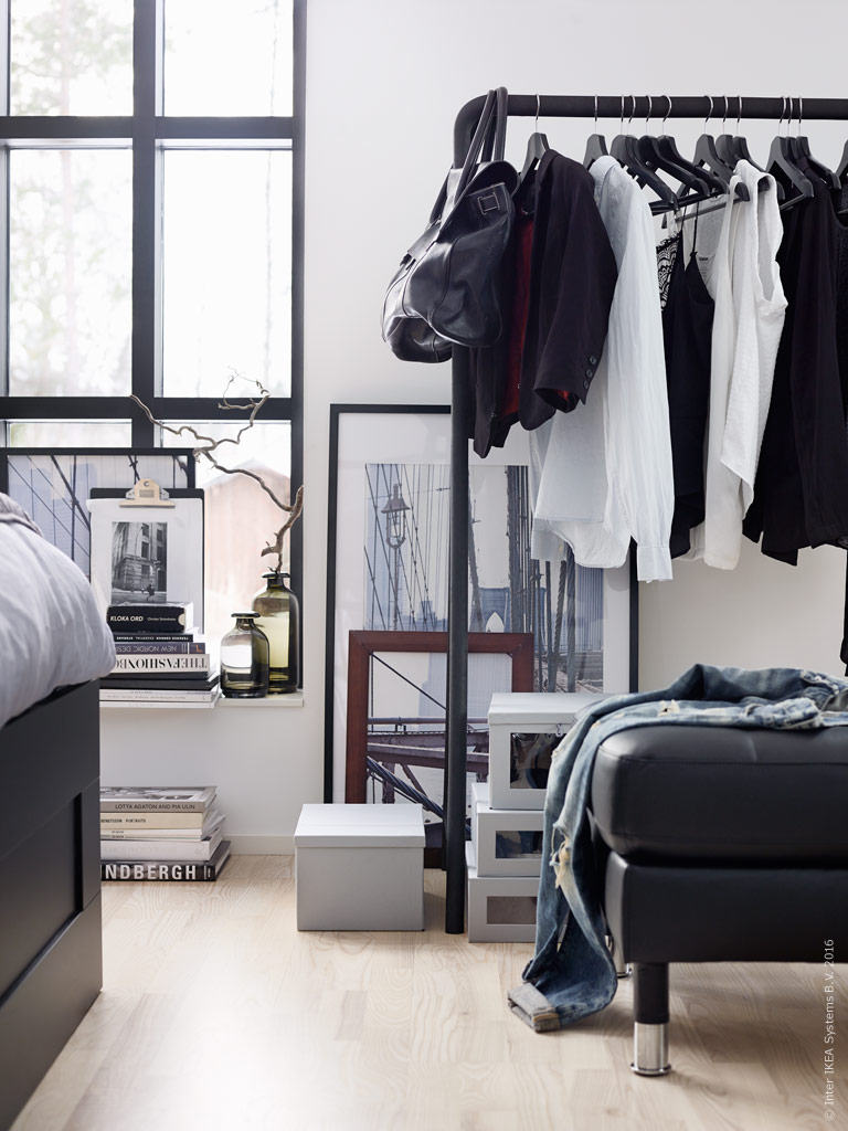une chambre grise derri re la verri re by ikea planete deco a homes world. Black Bedroom Furniture Sets. Home Design Ideas