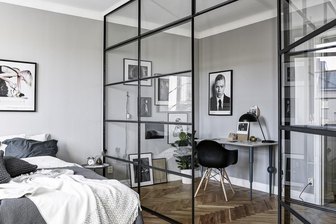 un bureau derri re la verri re planete deco a homes world. Black Bedroom Furniture Sets. Home Design Ideas