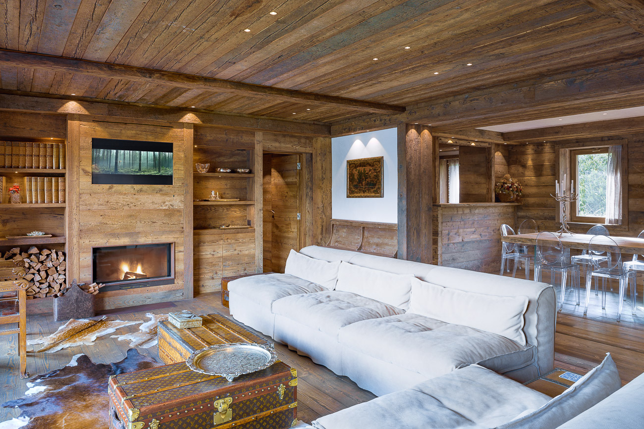 Bois et pierre dans un chalet contemporain planete deco a homes world for Chalet design contemporain