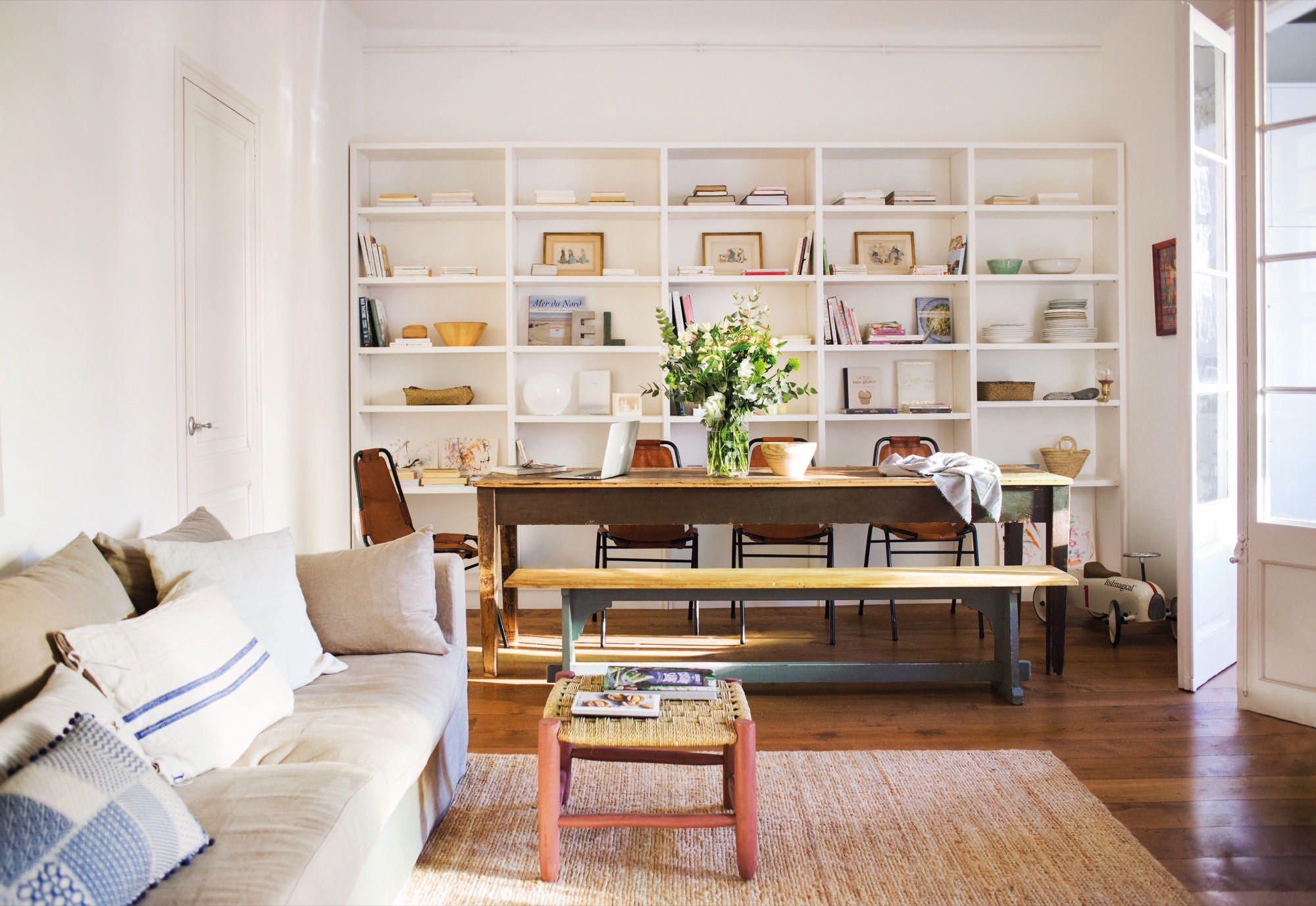 Chez chlo de being biotiful planete deco a homes world bloglovin in the past by the architect albert pascual preserving its original structure charm doors and ceilings it was a crush remembers chloe smiling geotapseo Image collections