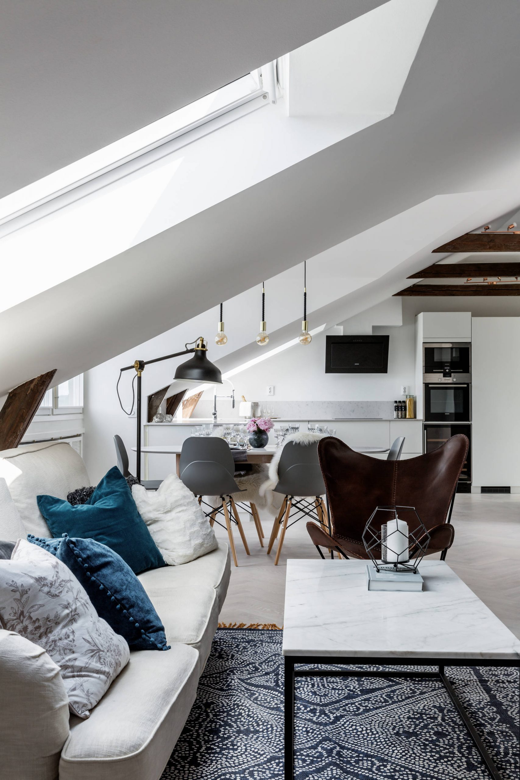 Un appartement sous les toits de stockholm planete deco for Deco appartement