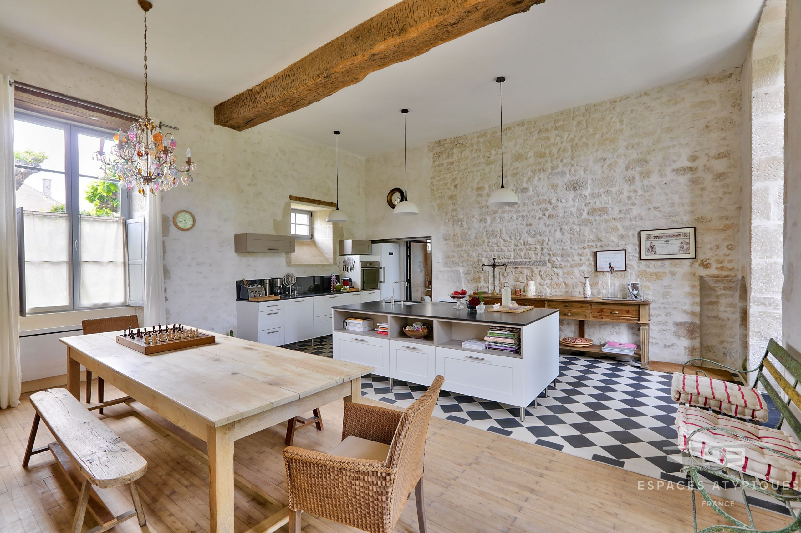 ... Traces Date Back To The 14th Century. Presented By Espaces Atypiques,  This Residence Has An Immediate Charm, And Its Garden Adds The Essential  Natural ...